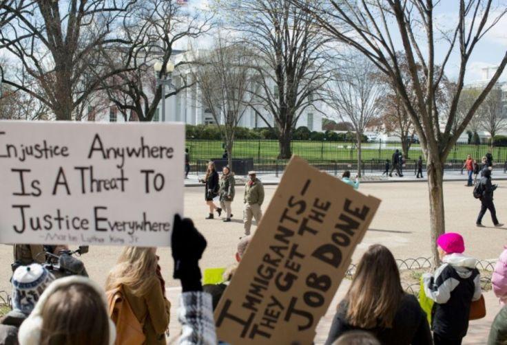 manifestation-contre-le-nouveau-decret-migratoire-de-trump-le-11-mars-2017-devant-la-maison-blanche-