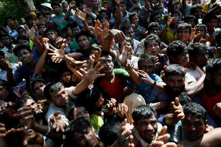 rohingya-refugees-strech-their-hand-for-relief-supplies-given-by-local-people-in-coxs-bazar